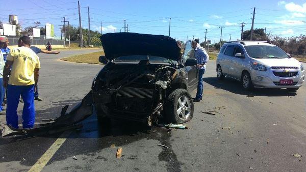 Carro do prefeito Peixoto se envolve em acidente na BR 101