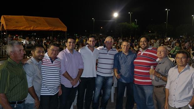 Rafael Motta com o grupo do prefeitável Edinho