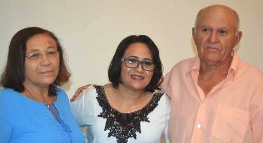Escritora Nildinha Freitas com os pais