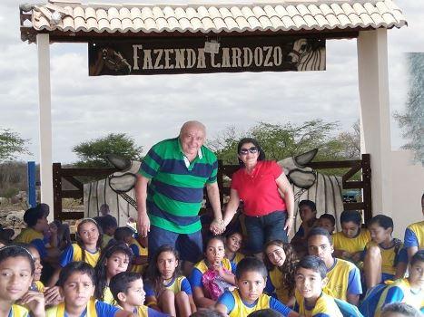 Josafá e Lourdinha recebem alunos do AABB Comunidade na fazenda Cardozo