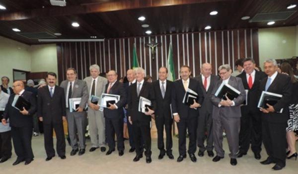 Deputado José Adécio recebe homenagem dos 180 da Casa