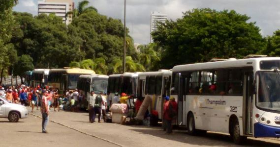 Integrantes do MST deixam centro administrativo