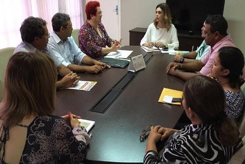 A reunião teve a participação da equipe gestora da SEEC e representante do Sinte