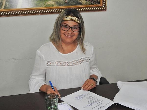 prefeita Suely despachando com seu secretariado (Foto: Sezimar)
