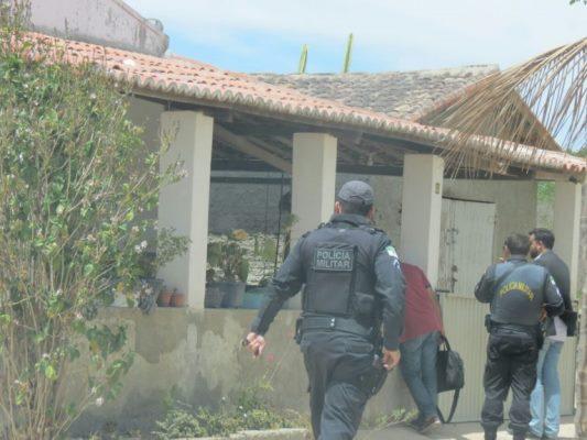 Polícia faz busca e apreensão na casa de ex-prefeito