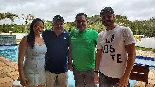 Vereadora Aize, vice-prefeito Holderlin, e vereadores Gilberto e Flávio Sami
