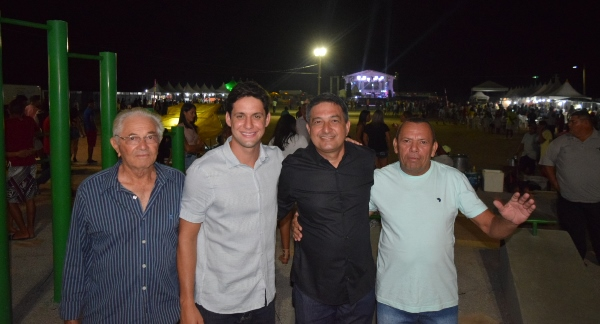 Deputado Rafael Motta com correligionários do interior