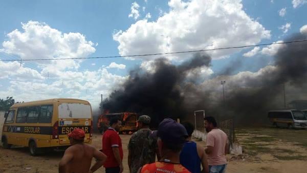 Mais um ônibus incendiado em São Paulo do Potengi