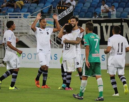 O grupo alvinegro que enfrentou o Alecrim recebeu o restante do final de semana de folga para o descanso. (Foto: André Torres-ABC)
