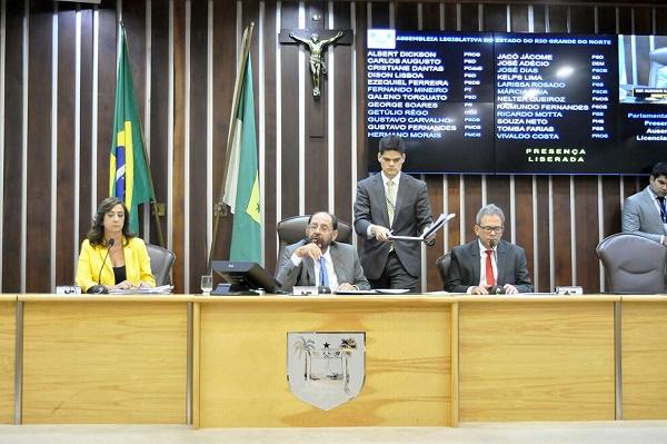 Deputados aprovam reajuste de 7,64% do Magistério