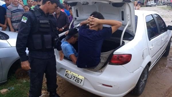Suspeitos foram pegos pela polícia