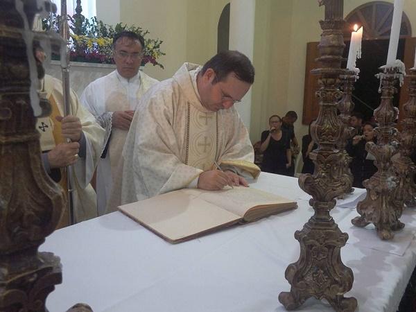 Padre Josino toma posse como novo pároco da Paróquia de Nossa Senhora Mãe dos Homens