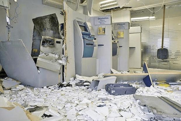 Agência da Caixa Econômica de Touros após explosão