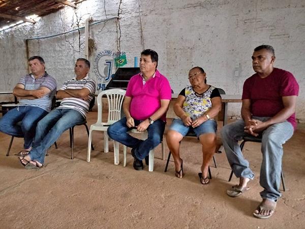 Resultado de imagem para João Câmara: Prefeito Maurício e vereador Renda se reúnem com moradores de Queimadas