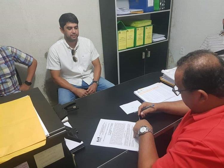 Resultado de imagem para João Câmara: Prefeito Manoel assina contrato para construção do Centro de Velório