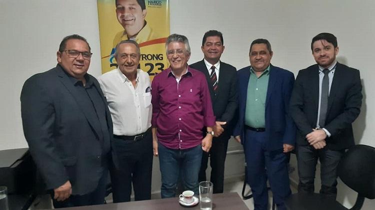 Resultado de imagem para João Câmara: Vereador Amistrong Bezerra prefeito, ex-deputado, presidente da Câmara e líder do prefeito em seu gabinete