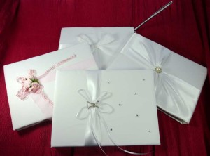 Varios modelos de libros de firmas para bodas