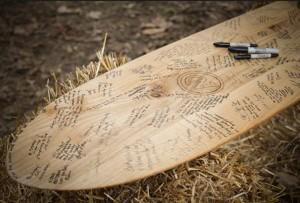 Tabla de Surf firmada por invitados de boda