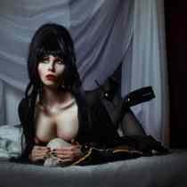 Elvira Cosplay 09