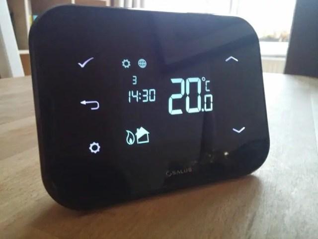 Comanda Centrala de pe Telefon cu Termostatul Comandat prin Internet Salus iT500