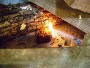 cum-fac-focul-in-soba-pe-lemne-8