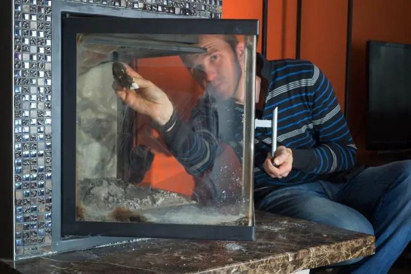 curatare geam semineu pe lemne