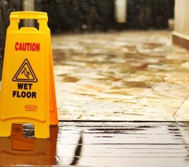Limpieza-suelos-antideslizantes