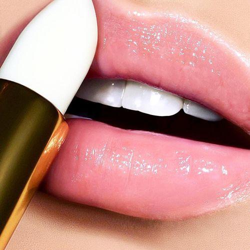 Son dưỡng môi có màu sẽ giúp bạn tự tin hơn