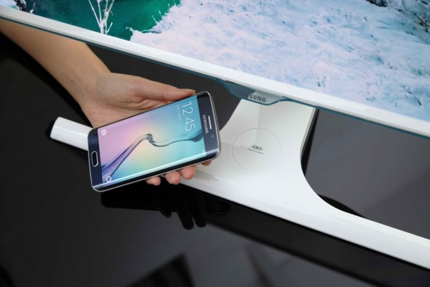 Samsung Curved Monitor_wireless charging