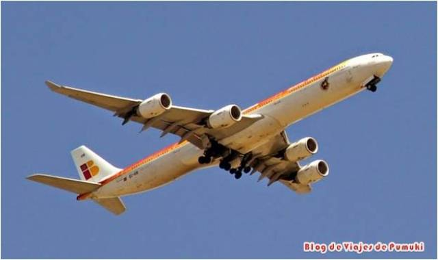 Aunque los niños pueden volar solos en avión, no siempre es así. Puedes encontrar restricciones que es mejor conocer y anticipar para no llevarte una sorpresa el día del embarque