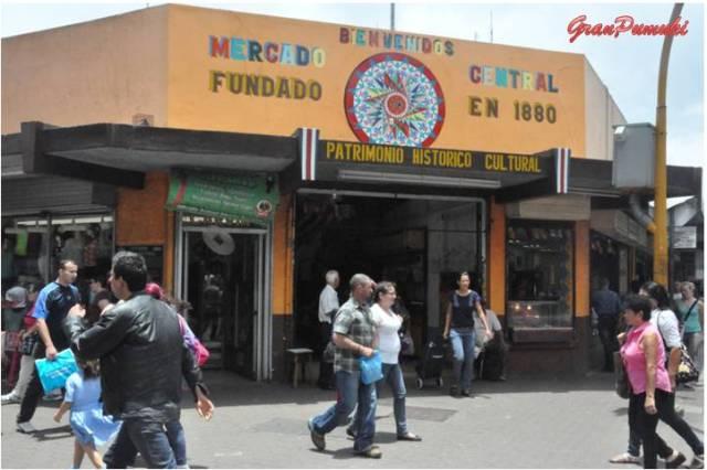 El Mercado Central de San José fue fundado en 1880 y en el año 1995 fué declarado Patrimonio Nacional. Sorprende la vitalidad que se respira en su interior. Blog Viajes, Costa Rica, San José, Mercado Central