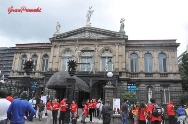 El Teatro Nacional de San José es el principal teatro de Costa Rica. Fué construido a finales del siglo XIX en estilo neoclásico. Blog Viajes, Costa Rica, San José, Teatro Nacional