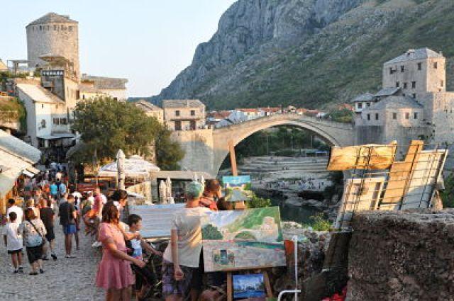 Casco histórico y Puente de Mostar resconstruido tras la guerra que asoló Bosnia con la ayuda de la UNESCO