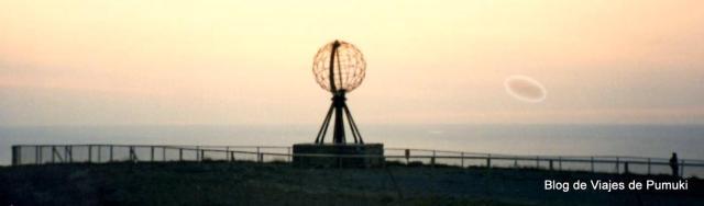 En Cabo Norte, el lugar habitado de Europa mas cercano al polo norte, en verano no se pone el Sol. Es una excursión singular imprescindiblee en un buen curriculum viajero