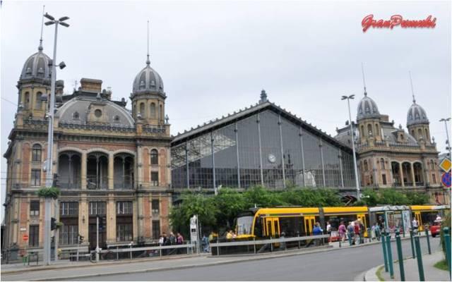 La estación del oeste de Budapest está diseñada por August de Serres y construida en 1877 por la compañía Eiffel. En Blog de Viajes, Budapest, Estación del Oeste, Eiffel