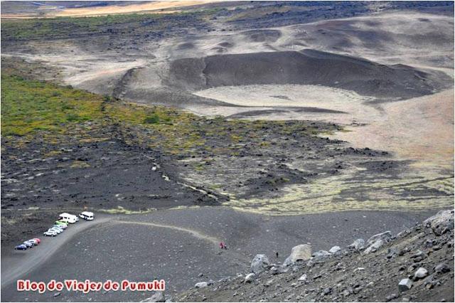 Vista alrededor de volcán Hverfjall desde lo alto del crater