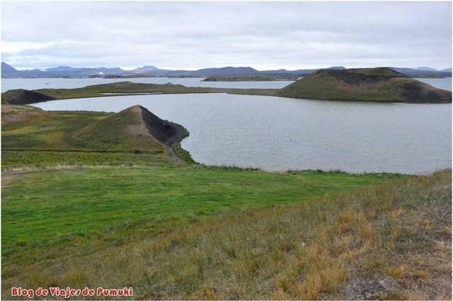 Los pseudo cráteres son el origen de muchas de las islas del lago Mývatn en Islandia