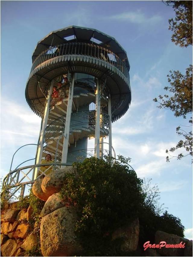 En la Ciudad Ducal, provincia de Avila y cerca de Madrid, hay una torre de vigilancia de incendios encargada a el estudio de Gustave Eiffel. En Blog de Viajes, Ciudad Ducal, Eiffel