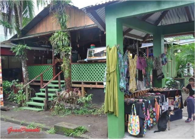 Tiendas y bares en Tortuguero