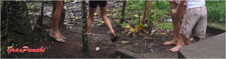 Niños descalzos en Tortuguero
