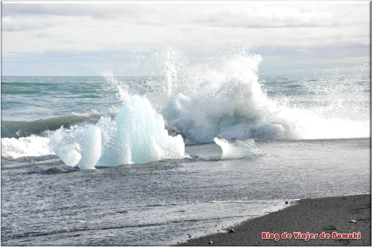 Icebergs en el mar en Jokulsarlon