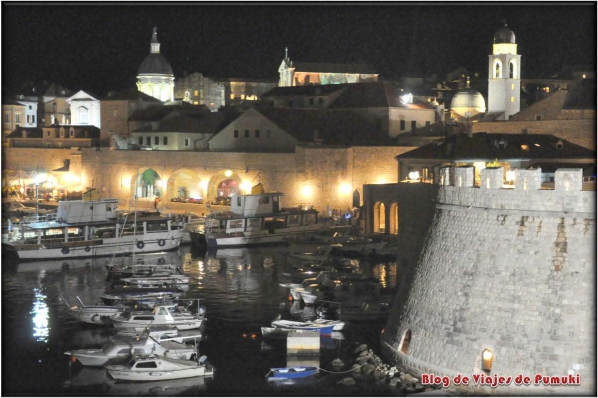 Puerto junto a la muralla de Dubrovnik