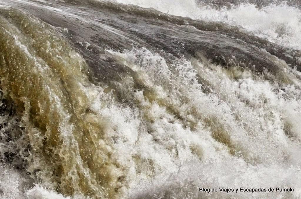 Detalle del agua en la cascada Gullfoss