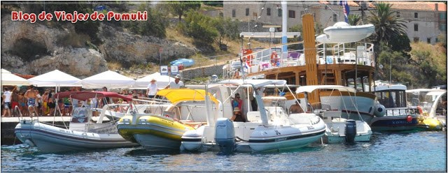 Puerto de Bisevo en Croacia, punto de partida para la visita a la Cueva Azul