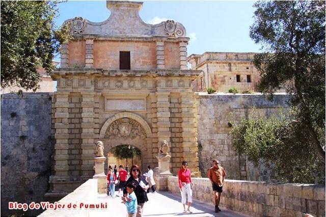 La puerta en la muralla de Mdina es la única entrada a la ciudad