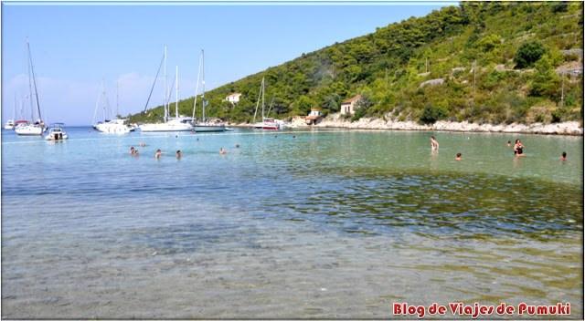No hay muchas playas de arena en Croacia, pero se puede encontrar esta en Isla de Vis.