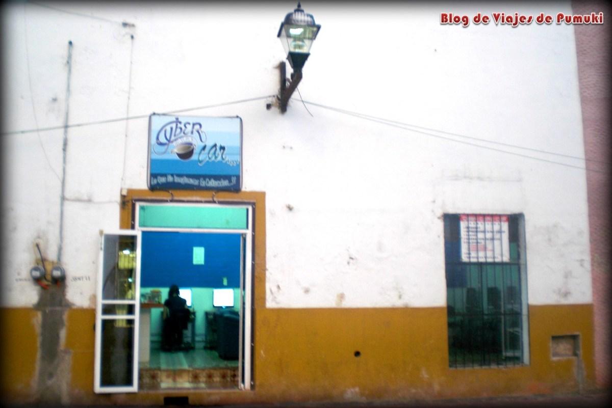 Fachada y tienda de Valladolid, México