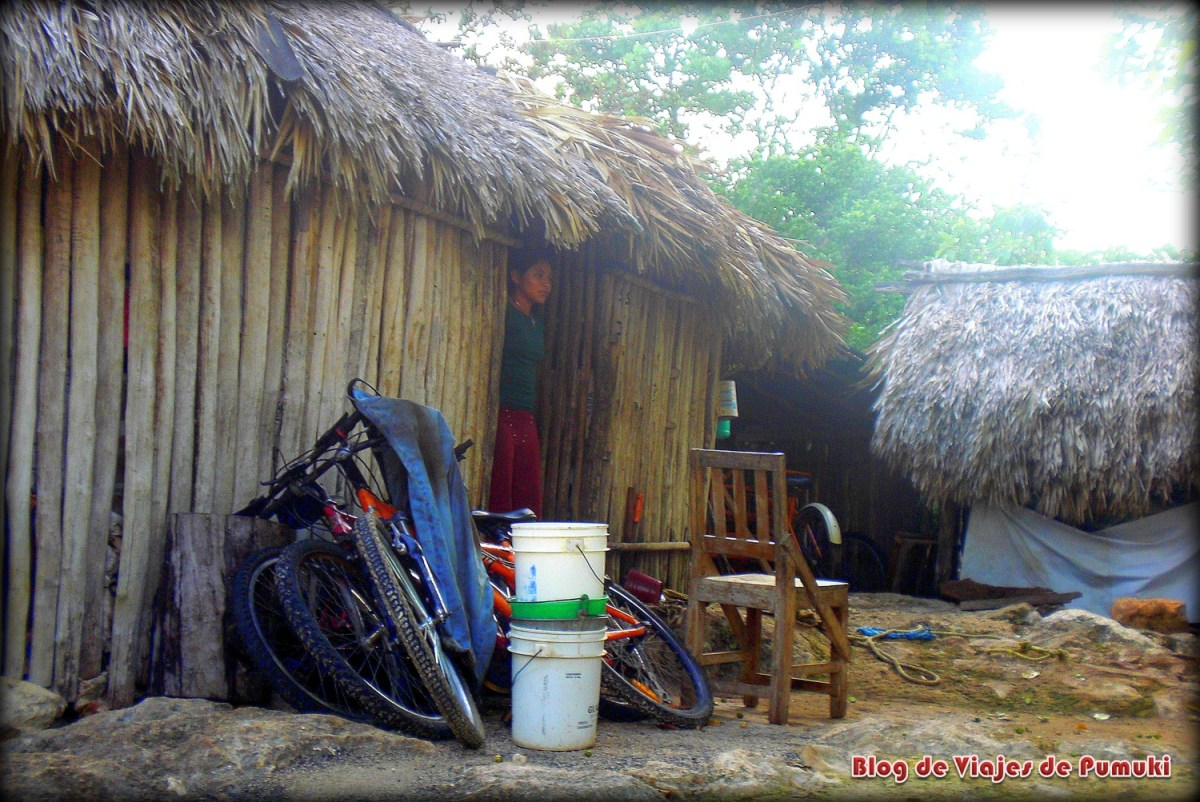 Poblado maya en Yucatan. Se puede ver en excursión desde la Riviera Maya, México