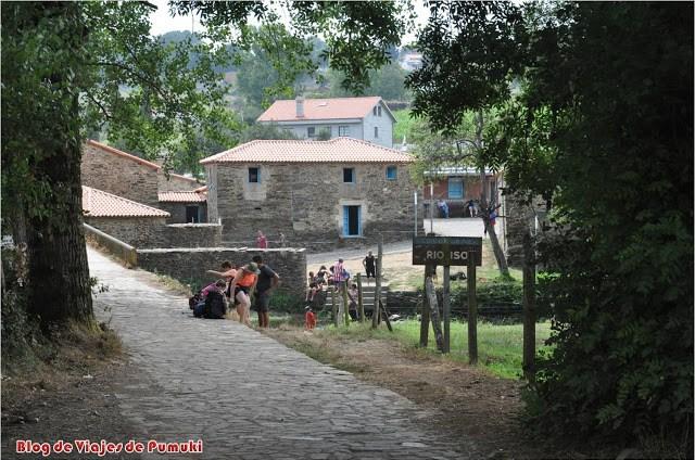 Peregrinos en el Camino de Santiago. Jovenes, ancianos y niños, todos pueden hacerlo