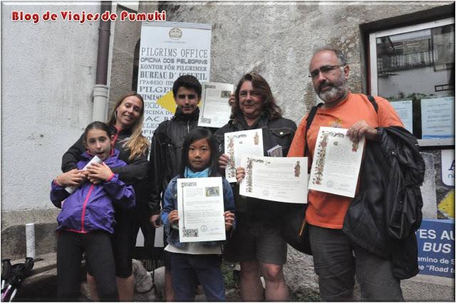 La Compostela en la Oficina del Peregrino